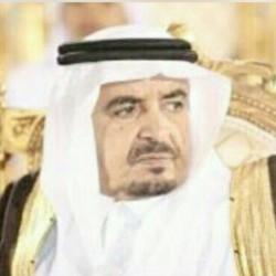 محمد سليمان البلوي يرقد على السرير الأبيض