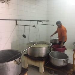 بلدية الخفجي : إغلاق محطة وقود ومصادرة مواد غذائية مجهولة المصدر