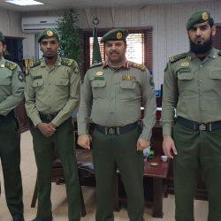 الخالدي يقلد ثلاثة ضباط بجوازات الخفجي رتبهم الجديده