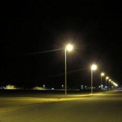 بلدية #الخفجي تركب أعمدة إنارة بمدخل أبرق الكبريت وتجري أعمال الصيانة على بعض الأعمدة في المحافظة