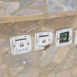 مجهولون يعبثون بالممتلكات العامه في كورنيش الخفجي
