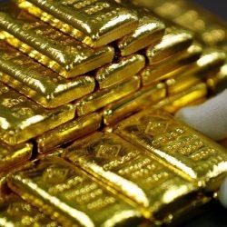 أسعار الذهب تنخفض بعدما سجلت أعلى مستوياتها في أسبوع في الجلسة السابقة