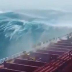 """هيئة الأرصاد : توقعات بتحول إعصار """" مكونو """" إلى عاصفة مدارية وتأثر أجزاء من المملكة من هذه العاصفة فجر غدٍ"""