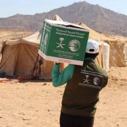 مركز الملك سلمان للإغاثة يوزع 1,200 حقيبة شتوية للنازحين في محافظة مأرب