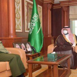 سمو أمير الرياض يطمئن على المتضررين من سقوط شظايا الصاروخ الباليستي