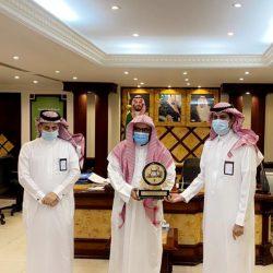مدير جوازات الخفجي يقلد النقيب عبدالعزيز المريخي ترتبه الجديدة