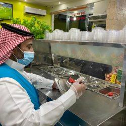 """أطلقتها أمانة الشرقية على جسر الملك فهد : خمسة آلاف مسافر يوقعون على بطاقات الالتزام الصحي بمبادرة """"صحتك أمانة"""""""