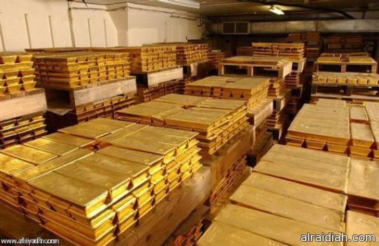 الذهب يتراجع مع تعافي الدولار بفعل بيانات أمريكية